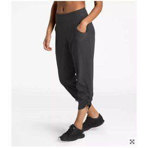 The North Face WOMEN'S LET'S GO MID-RISE CROP